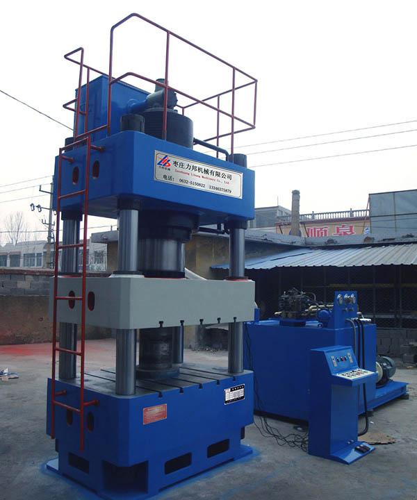500吨四柱液压机
